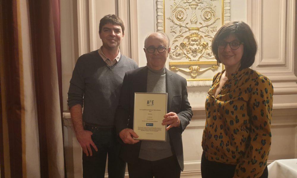 Jean-Pierre Pont, Mathieu Clément, responsable digitale de Français à l'étranger, et Penelope Bacle, journaliste de Français à l'étranger
