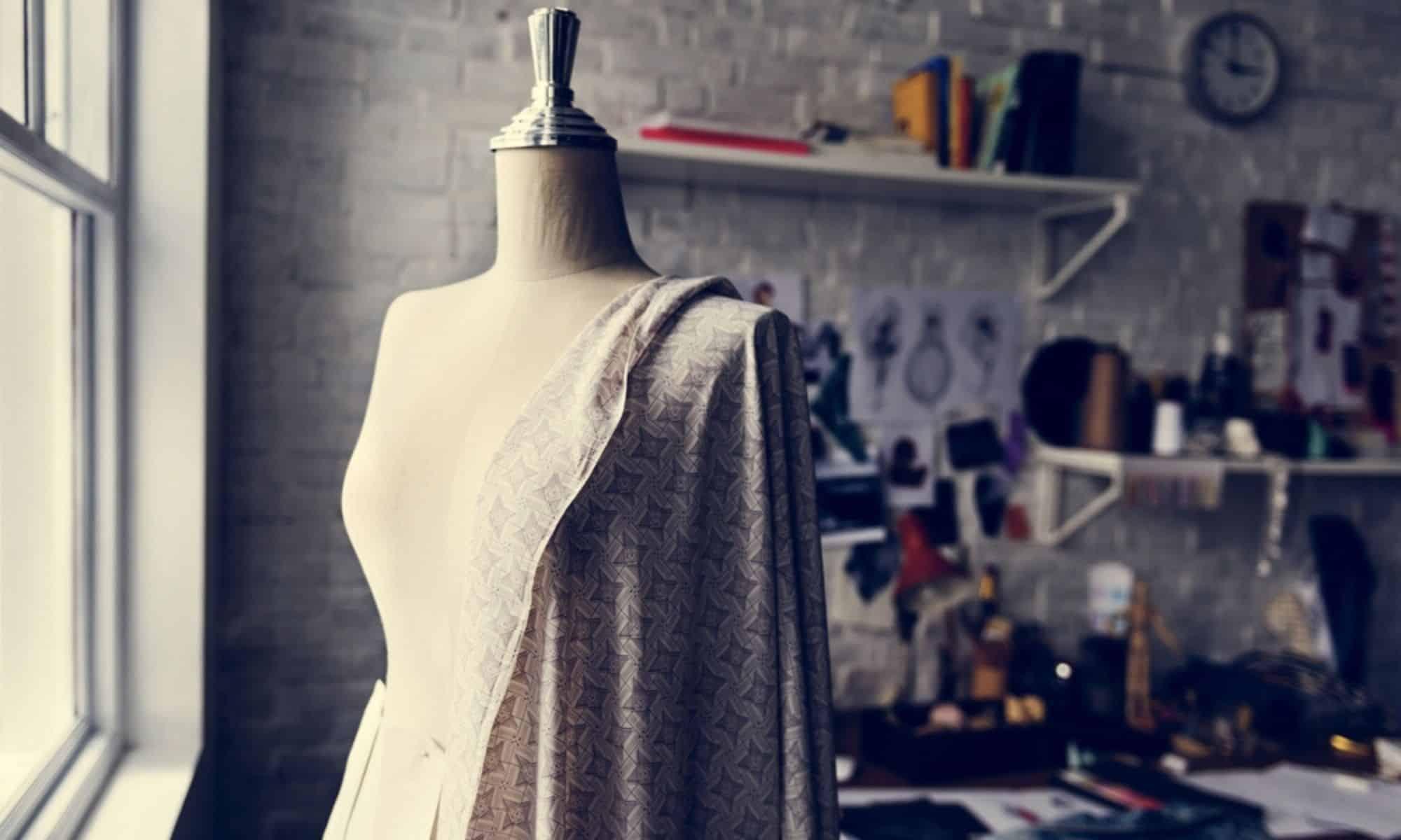 """Les défilés virtuels """" haute-couture"""" de la Fashion-week parisienne"""