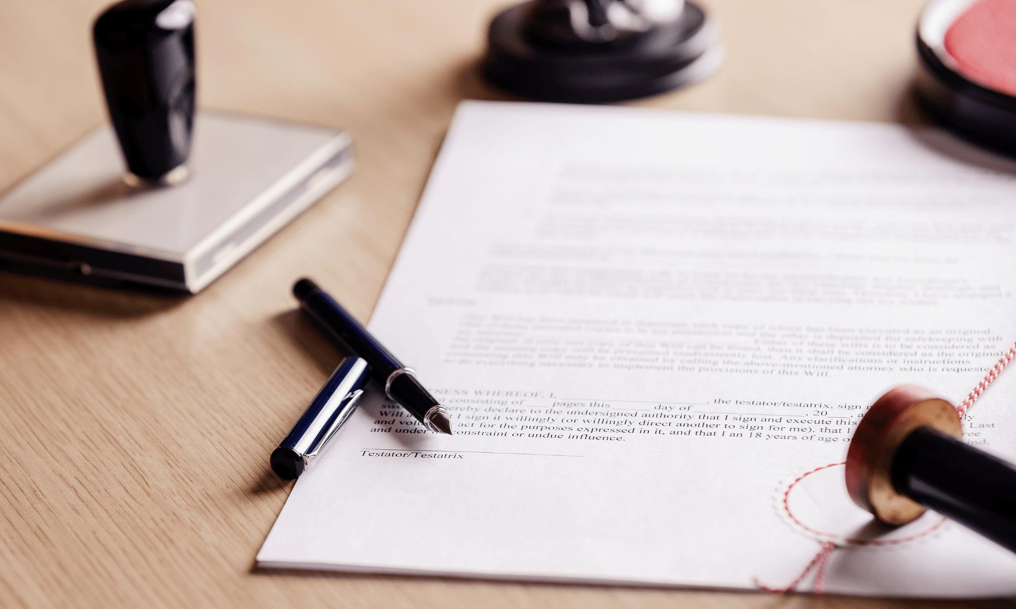 Rédiger un testament à l'étranger pour mieux protéger son conjoint