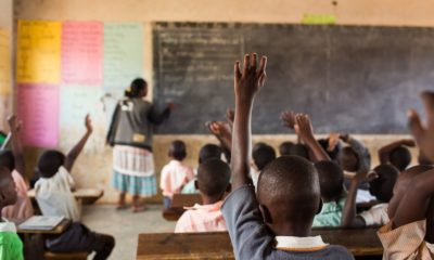 """""""Vivre ailleurs"""", sur RFI : une association pour la construction de bibliothèques scolaires en Afrique"""